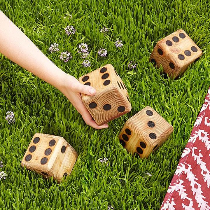 Lawn dice
